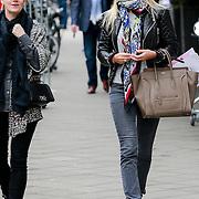 NLD/Amsterdam/20130423 - Ellemiek Herman - Vermolen en vriendin styliste Moniqe Matthijsen winkelend in Amsterdam,