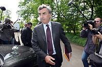 Fotball<br /> Frankrike<br /> Foto: Dppi/Digitalsport<br /> NORWAY ONLY<br /> <br /> PARIS SG - GRAILLE DISMISSAL - 03/05/2005<br /> <br /> PIERRE BLAYAU (NEW PRESIEDENT) IN CAMP DES LOGES AFTER HIS DISMISSAL'S FRANCIS GRAILLE