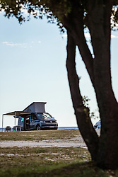 THEMENBILD - ein Volkswagen T6 California Coast Camper am naturbelassenen Campingplatz Stoja, aufgenommen am 27. Juni 2018 in Pula, Kroatien // a Volkswagen T6 California Coast camper at the natural campsite Stoja, Pula, Croatia on 2018/06/27. EXPA Pictures © 2018, PhotoCredit: EXPA/ JFK