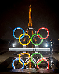 © Licensed to London News Pictures13/09/2017 Paris, France.  <br /> <br /> 13 September 2017, Trocadero Paris (France): A journalist cannot resist a mandatory selfie in front of the newly unveiled giant Olympic Rings. The IOC (International Olympic Committee) formally announce the host of the 2024 Summer Games awarding Paris the prize. Photo credit: Guilhem Baker/LNP