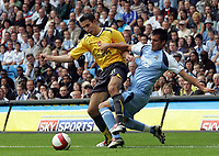 Photo: Paul Thomas.<br /> Manchester City v Arsenal. The Barclays Premiership. 26/08/2006.<br /> <br /> Robin van Persie or Arsenal (L) is tackled by Stephen Jordan.