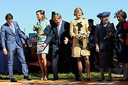 Koninginnedag 2012 in de Utrechtse gemeente Rhenen.// Queensday 2012 in the city of Rhenen.<br /> <br /> Op de foto: Prins Willem-Alexander, prinses Maxima , koningin Beatrix met Prins Maurits en Prinses Marilène