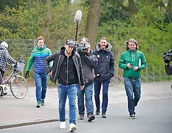 28.03.2014, Trainingsgelaende, Bremen, GER, 1. FBL, Werder Bremen, Training, im Bild auf dem Weg vom Parkplatz zur Kabine, begleitet von Journalisten // auf dem Weg vom Parkplatz zur Kabine, begleitet von Journalisten during a Trainingssession of German Bundesliga Club SV Werder Bremen at the Trainingsgelaende in Bremen, Germany on 2014/03/28. EXPA Pictures © 2014, PhotoCredit: EXPA/ Andreas Gumz<br /> <br /> *****ATTENTION - OUT of GER*****