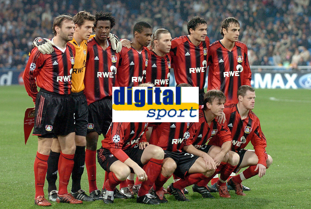Fotball<br /> Champions League 2004/05<br /> Real Madrid v Bayer Leverkusen<br /> Gruppe B<br /> 23. november 2004<br /> Foto: Digitalsport<br /> NORWAY ONLY <br /> LEVERKUSEN TEAM ( BACK ROW LEFT TO RIGHT : JENS NOWOTNY / JORG BUTT / ROQUE JUNIOR / JUAN / ANDREJ VORONIN / MARKO BABIC / DIMITAR BERBATOV . FRONT ROW : CARSTEN RAMELOW / DIEGO PLACENTE / BERND SCHNEIDER / JACEK KRZYNOWEK )
