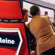 NLD/Hilversum/20190201- TVOH 2019 1e liveshow, Little Kleine en Ali B. overleggen