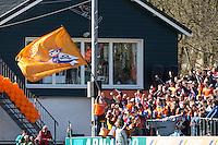 BLOEMENDAAL - Bloemigans, supporters van Bloemendaal,  tijdens de halve finale  tussen de mannen van Bloemendaal en Oranje Zwart (Eindhoven)  (2-2). OZ wint na shoot outs. FOTO KOEN SUYK