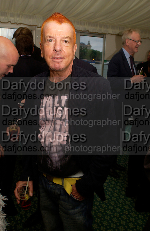 Nicky Haslam, Conservative Party Chairmen's Summer reception, House of Commons Terace, 7 July 2004. SUPPLIED FOR ONE-TIME USE ONLY-DO NOT ARCHIVE. © Copyright Photograph by Dafydd Jones 66 Stockwell Park Rd. London SW9 0DA Tel 020 7733 0108 www.dafjones.com