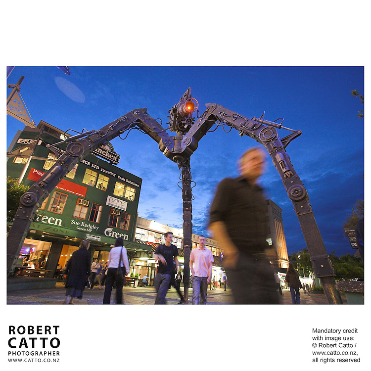 This sculpture was created by Weta Workshop as a tribute to the New Zealand Screen Industry, and was installed opposite the Embassy Theatre in time for the premiere of Peter Jackson's King Kong.
