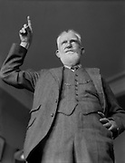 George Bernard Shaw, Irish playwright, pointing his finger, 1930