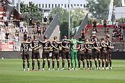 Fussball: 2. Bundesliga, FC St. Pauli - Holstein Kiel, Hamburg, 25.07.2021<br /> Trauerminute, Trauer, Team<br /> © Torsten Helmke