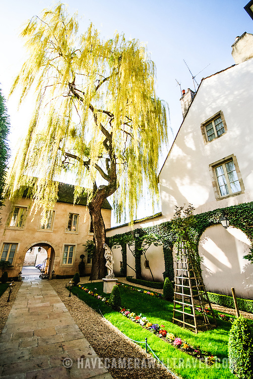 Courtyard of the Hotel le Cep