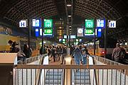 Nederland, Amsterdam, 19-1-2017Amsterdam Centraal station, cs in de avond.Foto: Flip Franssen