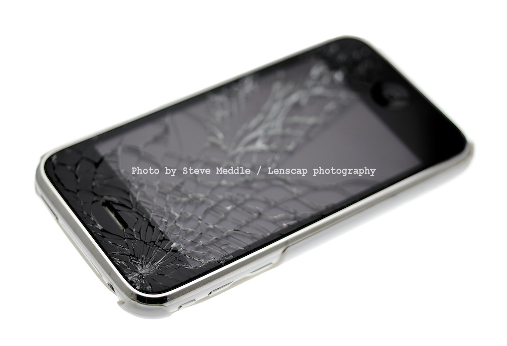 Apple Iphone 3GS Smartphone with a Broken Screen - Mar 2012