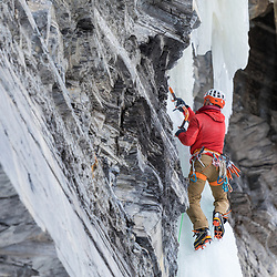 Jeff Mercier mixed climbing Songs of Norway, M8 WI6, in Pont-Rouge Quebec, Canada