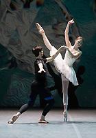 Alena Kovaleva, Xander Parish at the rehearsal for the BALLET ICONS GALA 2020  evening of world class ballet celebrating the Russian Ballet School photo by Brian Jordan