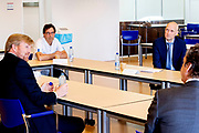 Koning Willem Alexander tijdens een werkbezoek aan het Landelijk Coördinatiecentrum Patiënten Spreiding (LCPS) in het Erasmus MC in Rotterdam.<br /> <br /> King Willem Alexander during a working visit to the National Coordination Center for Patient Distribution (LCPS) in Erasmus MC in Rotterdam.