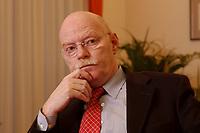 15 JAN 2003, BERLIN/GERMANY:<br /> Peter Struck, SPD, Bundesverteidigungsminister, waehrend einem Interview, in seinem Buero, Bundesministerium der Verteidigung<br /> Peter Struck, Federal Minister of Defense, during an interview, in his office<br /> IMAGE: 20030115-04-033