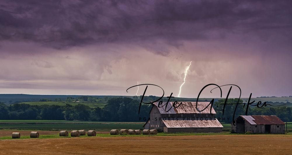 Lightning on the prairie.