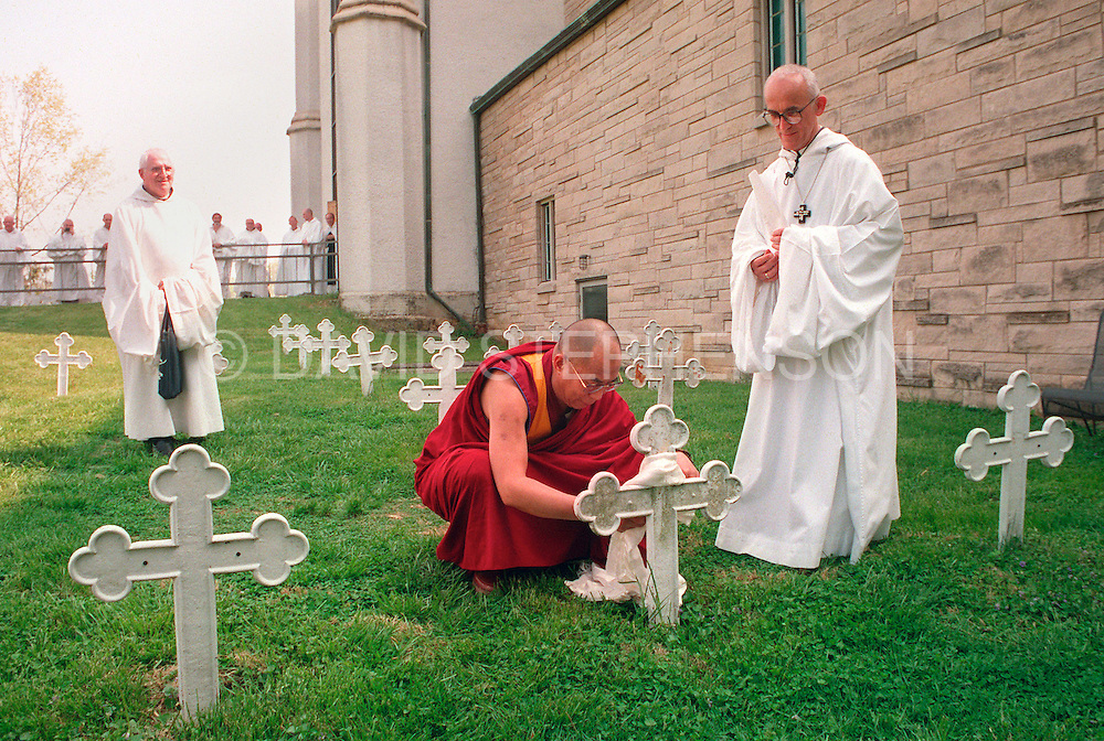 His Holiness the Dalai Lama placed a kata at the grave of Trappist monk Thomas Merton in Gethsemane, Kentucky in 1994. Photo by David Stephenson