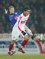Fotball - Bundesliga 2002/2003<br /> Arminia Bielefeld v Stuttgart<br /> Torjus Hansen - Armenia<br /> Kevin Kuranyi - Stuttgart<br /> Foto: Uwe Speck, Digitalsport