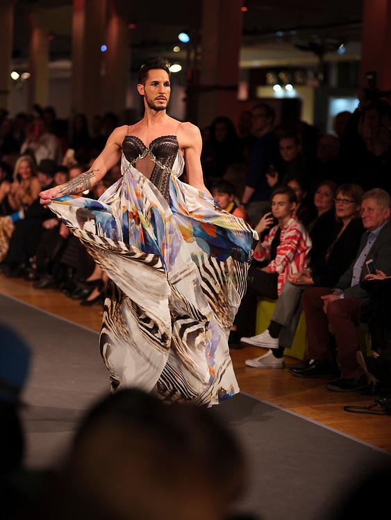 DEU, Deutschland, Berlin, 13.01.2020 / Die Fashion Hall hat sich seit 2014 als inoffizielles Pre-Opening Event bei der Berliner Fashion Week etabliert. In spektakulaerem Rahmen praesentieren junge angesagte Designer und renommierte Labels ihre neueste Kollektionen.