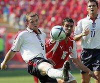 Fotball, 17. juni 2004, EM, Euro 2004, Sveits -  England, Der Englands Wayne Rooney gegen den Schweizer Fabio Celestini hinten Frank Lampard<br /> <br /> Foto: Digitalsport