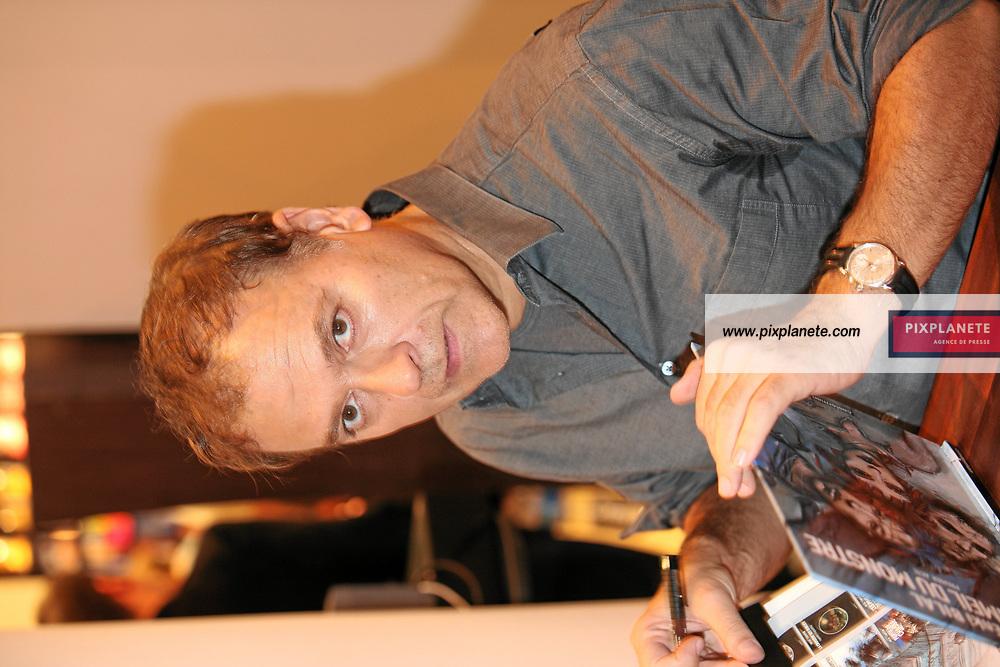 Enki Bilal - Salon du livre de Paris - 27/03/2007 - JSB / PixPlanete