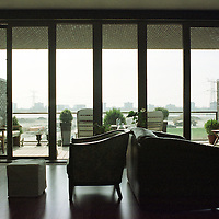 Nederland. Amsterdam. 14 april 2003..Uitzicht vanuit nieuw appartementencomplex aan de IJburglaan. Wonen. Interieur.