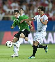 Fotball<br /> Foto: imago/Digitalsport<br /> NORWAY ONLY<br /> <br /> 25.08.2011 <br /> Europa League Quali, FC Sevilla - Hannover 96 v.l. Manuel Schmiedebach (Hannover 96) Jose Gomez Campana (Sevilla)