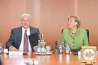 20 AUG 2008, BERLIN/GERMANY:<br /> Frank-Walter Steinmeier (L), SPD, Bundesaussenminister, und Angela Merkel (R), CDU, Bundeskanzlerin, vor Beginn einer Kabinettsitzung, Kabinettsaal, Bundeskanzleramt<br /> IMAGE: 20080820-01-040<br /> KEYWORDS: Kabinett, Sitzung