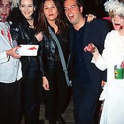 Premiere Scream 3 Amsterdam studio's, Birgit, Tamara en de gitarist van Volumia