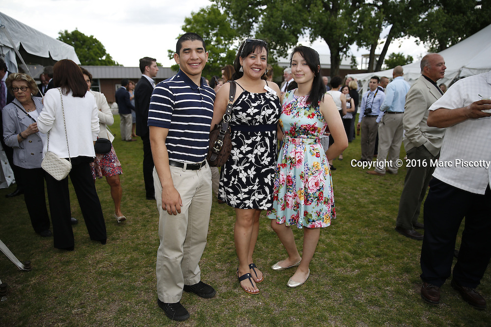 SHOT 6/1/16 6:24:04 PM - Colorado Academy Senior Class portrait in front of the Wellborn House and Class of 2016 Commencement Dinner at the Denver, Co. private school. (Photo by Marc Piscotty / © 2016)