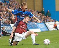 SPORTSBEAT 01494 783165<br /> PICTURE ADY KERRY .<br /> GILLINGHAM VS IPSWICH TOWN<br /> GILLINGHAM'S ANDY HESSENTHALER CHALLENGES WITH IPSWICH'S IAN WESTLAKE, 17TH APRIL 2004.