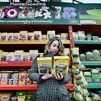 Nederland, Zaandam , 22 november 2010..Het grote aanbod van Ecostyle planten producten bij Hornbach..Foto:Jean-Pierre Jans