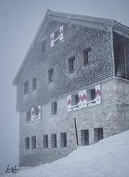 THEMENBILD - Zittelhaus am Sonnblick Observatorium, aufgenommen am 20. November 2018, Rauris, Österreich // Zittelhaus at the  Observatory Sonnblick on 2018/11/20, Rauris, Austria. EXPA Pictures © 2018, PhotoCredit: EXPA/ JFK