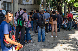 April 30, 2019 - Rio De Janeiro, Brazil - RIO DE JANEIRO, RJ - 30.04.2019: FEIRÃO DO EMPREGO NA ZONA NORTE DO RIO - Hundreds of people form a line on Tuesday (30) during a labor fair in the northern area of Rio. The queue came around the block from Moraes e Silva Street in Maracanã. The fair was held at the Telephone Union of Rio de Janeiro and some people even spent the night in line. (Credit Image: © Roberto Herrera/Fotoarena via ZUMA Press)