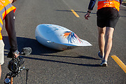 Op maandagochtend worden de kwalificaties gereden. In Battle Mountain (Nevada) wordt ieder jaar de World Human Powered Speed Challenge gehouden. Tijdens deze wedstrijd wordt geprobeerd zo hard mogelijk te fietsen op pure menskracht. De deelnemers bestaan zowel uit teams van universiteiten als uit hobbyisten. Met de gestroomlijnde fietsen willen ze laten zien wat mogelijk is met menskracht.<br /> <br /> In Battle Mountain (Nevada) each year the World Human Powered Speed Challenge is held. During this race they try to ride on pure manpower as hard as possible.The participants consist of both teams from universities and from hobbyists. With the sleek bikes they want to show what is possible with human power.