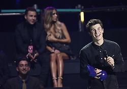 Shawn Mendes und im Hintergrund Mario Gˆtze mit Ann-Kathrin Brˆmmel bei Verleihung der MTV Europe Music Awards in Rotterdam / 061116 <br /> <br /> *** The show during the MTV Europe Music Awards in Rotterdam, Netherlands, November 06, 2016 ***