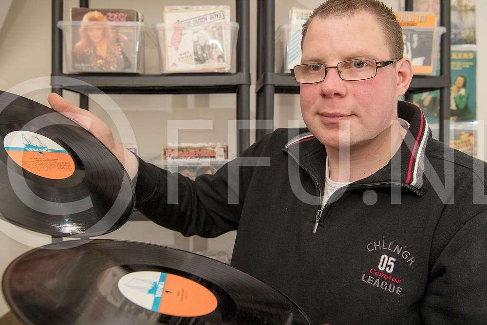 DEDEMSVAART - Vinylbeurs.<br /> Foto: Michiel van der Weide organiseert een Vinylbeusr.<br /> FFU PRESS AGENCY COPYRIGHT FRANK UIJLENBROEK