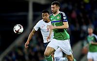 Fotball , 26. mars 2017 ,  VM-kvalifisering<br /> Nord-Irland - Norge<br /> Joshua King  , norge<br /> Gareth McAuley , Nord Irland<br /> World qual.<br /> Northern Ireland - Norway