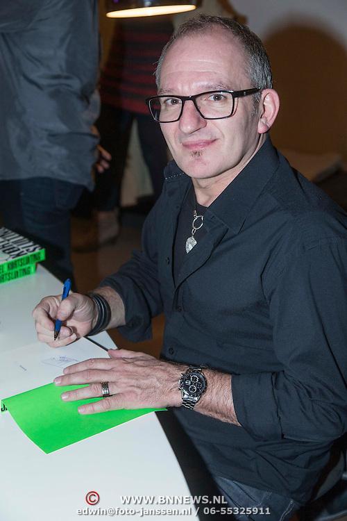 NLD/Amsterdam/20140227 - Boekpresentatie Jeroen van Inkel - Kort Sluiting , Jeroen van Inkel signeert zijn  boek