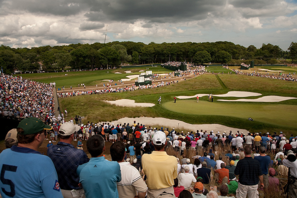 FARMINGDALE, NY - JUNE 19:  The gallery is surrounding the 17th green as Kenny Perry putts during the continuation of the first round of the 109th U.S. Open Championship on the Black Course at Bethpage State Park on Friday, June 19, 2009. (Photograph by Darren Carroll) *** Local Caption *** Kenny Perry