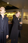 Paul Mckenna and elizabeth Murdoch. through the eyes of a child. 2002. In aid of the NSPCC.  Bloomberg Space. 21 November 2002. © Copyright Photograph by Dafydd Jones 66 Stockwell Park Rd. London SW9 0DA Tel 020 7733 0108 www.dafjones.com