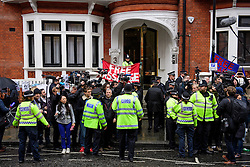 © Licensed to London News Pictures. 14/11/2016. London, UK. Demonstrators and media gather outside the Ecuadorian Embassy in London during a lunch break in questioning of WikiLeaks editor-in-chief, Julian Assange. Assange, who has been living at the embassy for over four years, is wanted for questioning over accusations of rape in Stockholm in 2010.  Photo credit: Ben Cawthra/LNP