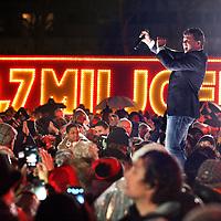 Nederland, Amsterdam , 6 januari 2015.<br /> Feestvreugde tijdens het Kanjerfeest (wijkfeest) van de Postcode Loterij in Gaasperdam Amsterdam Zuidoost.<br /> Zanger Wolter Kroes draagt bij aan de feeststemming.<br /> Foto:Jean-Pierre Jans