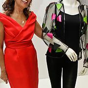 NLD/Amsterdam/20100512 - Opening expositie songfestivaljurken getiteld 'May we have your dress please?! , Sandra Reemer en haar gedragen jurk