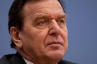 06 FEB 2004, BERLIN/GERMANY:<br /> Gerhard Schroeder, SPD, Bundeskanzler und SPD Parteivorsitzender, waehrend der Pressekonferenz zur Bekanntgabe seines Ruecktritts vom Parteivorsitz, Bundespressekonferenz<br /> IMAGE: 20040206-03-031<br /> KEYWORDS: Gerhard Schröder, BPK, Rücktritt,