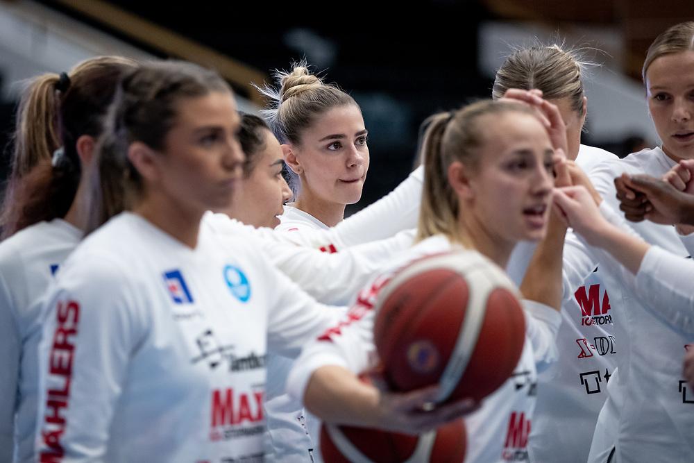 ÖSTERSUND 20210925<br /> Peptalk under lördagens match i Basketligan mellan Östersund Basket och Uppsala Basket i Östersunds Sporthall<br /> <br /> Foto: Per Danielsson/Projekt.P