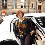Uitreiking Bert Haantra Oeuvreprijs 2004, Martine Tours, partner Paul Verhoeven