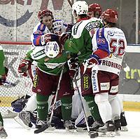 Ishockey<br /> GET-Ligaen<br /> 22.11.07<br /> Jordal Amfi<br /> Frisk Asker Tigers - Vålerenga VIF<br /> Ampert - Magne Karlstad og Cam Abbott<br /> Foto - Kasper Wikestad